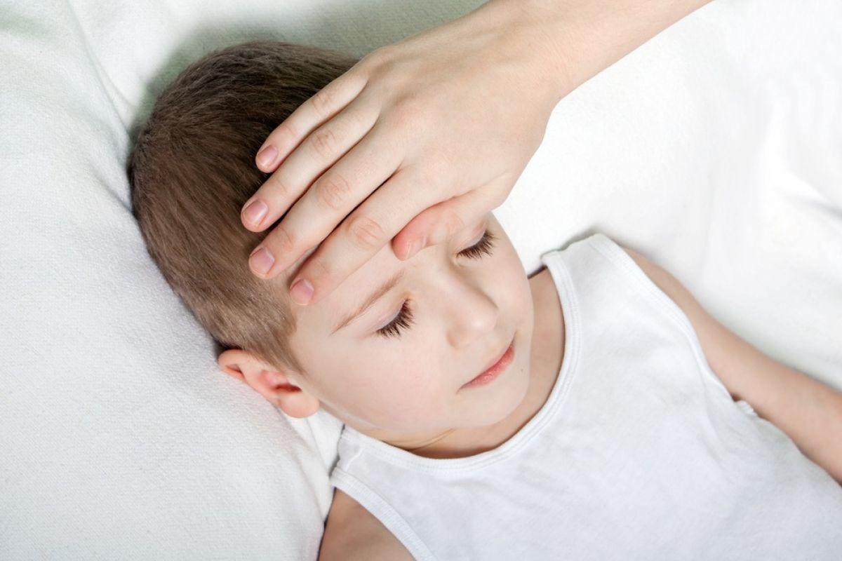 hình ảnh trẻ bị sốt